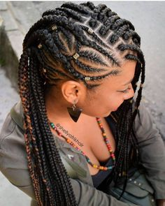 All styles of box braids to sublimate her hair afro On long box braids, everything is allowed! For fans of all kinds of buns, Afro braids in XXL bun bun work as well as the low glamorous bun Zoe Kravitz. Box Braids Hairstyles, Braided Cornrow Hairstyles, Braided Hairstyles For Black Women, African Hairstyles, Braids Cornrows, Hairstyles Videos, Hairstyles 2016, Elegant Hairstyles, Half Cornrows