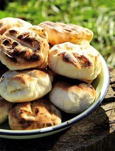Wat is nou beter as roosterkoek langs die kampvuur? South African Dishes, South African Recipes, Braai Recipes, Cooking Recipes, Picnic Recipes, Meat Recipes, Drink Recipes, Dessert Recipes, Kos