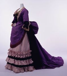 House of Worth: Afternoon Dress. Silk faille set of bodice and skirt; silk lace and velvet bows at neck and cuffs; apron-shaped overskirt with silk fringe at front. 1870s Fashion, Victorian Fashion, Vintage Fashion, Victorian Era, Gothic Fashion, Victorian Women, Vintage Couture, Antique Clothing, Historical Clothing