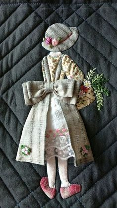 Here's How to Use It to Boost Your Quilt's Wow Factor. Sew fun shapes, bold lettering and also o Wool Applique, Applique Patterns, Applique Quilts, Applique Designs, Embroidery Applique, Embroidery Stitches, Quilt Patterns, Embroidery Designs, Quilting Designs