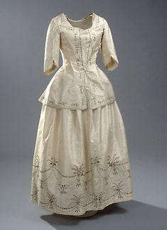 Embroidered Chinese silk caraco and skirt, Danish, c. 1780's. Worn by Baroness Iselin.