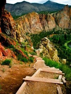 Misery Ridge Hiking trail, Oregon. The best trail out at Smith Rock! How BEAUTIFUL! - originally attempted May 1993.
