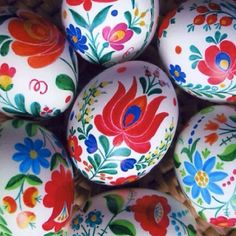 Vibrant, beautiful Hungarian Easter eggs. #Easter #eggs http://CLICK.TO.SEE.MORE.eldressico.com