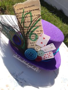 Mad Hatter Top Hat with Antique Buttons, Cards, and Peacock Feathers Mad Hatter Top Hat, Mad Hatter Party, Mad Hatter Tea, Mad Hatters, Crazy Hat Day, Crazy Hats, Book Week Costume, Alice In Wonderland Costume, Button Cards
