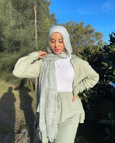 Modern Hijab Fashion, Street Hijab Fashion, Hijab Fashion Inspiration, Ulzzang Fashion, Tomboy Fashion, Muslim Fashion, Modest Fashion, Fashion Outfits, Mode Turban