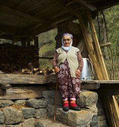 """Bizim buralarda yaşlı kadınlara """"hala"""" deriz #rize 2016"""