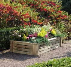 DIY Raised Flower Bed Out Of Pallets | 14 Pallet Projects For Your Garden This Spring