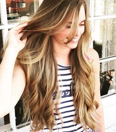 Holding on to summer!  courtesy of @bremilyo428  #balayage #sunkissedhair #hairsalon #hairstylist #smallbusiness #nova #haircolor #longhair #summer #summerhair #sunkissed