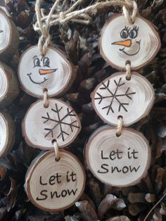 Wood Burned Snowman Christmas Ornaments -- Stacked Snowman Ornaments/Gift Tags on pine wood slices - Holz Burned Schneemann Weihnachtsornamente Christmas Wood Crafts, Diy Christmas Decorations Easy, Snowman Christmas Ornaments, Wood Ornaments, Homemade Christmas, Simple Christmas, Christmas Crafts, Xmas, Christmas Sled