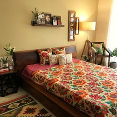 Master bedroom decor - Master bedroom decor This pic is part of Indian home tour Indian Living Rooms, My Living Room, Living Room Decor, Indian Style Bedrooms, Indian Room Decor, Ethnic Home Decor, Indian Home Design, Indian Home Interior, Indian Bedroom Design