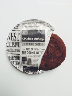 Style suits the cafe branding and reflects t… Vintage newspaper cookie packaging. Style suits the cafe branding and reflects the authentic vintage theme. Brownie Packaging, Bread Packaging, Pouch Packaging, Bakery Packaging, Food Packaging Design, Beverage Packaging, Packaging Design Inspiration, Chocolate Packaging, Bottle Packaging
