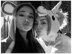 Not sure what's happening in this pic of Ariana Grande & Miley Cyrus, but IT'S FANTASTIC