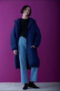 Guarda la sfilata di moda Christian Wijnants a Parigi e scopri la collezione di abiti e accessori per la stagione Pre-Collezioni Autunno-Inverno 2017-18.