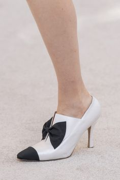 51 Fall Shoes That Will Make You Look Cool shoes womenshoes footwear shoestrends Source by arecgranbue women shoes Pretty Shoes, Beautiful Shoes, Cute Shoes, Women's Shoes, Shoes Sneakers, Platform Shoes, Cute Womens Shoes, Womens Shoes Wedges, Shoes For School