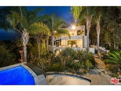 Dexter King, son of Martin Luther King Jr. has listed his Malibu mansion for $4.85 million.  http://www.estately.com/listings/info/28177-rey-de-copas-lane--2