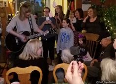 taylor swift surprises vet   Taylor Swift Surprises 96-Year-Old WWII Vet and Performs for Him   ...