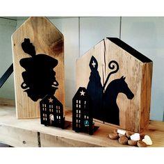 Houten huisjes handbeschilderd met Sint & Piet. Leuk als decoratie voor Sinterklaas. Gezien bij De Betoverde Zolder.