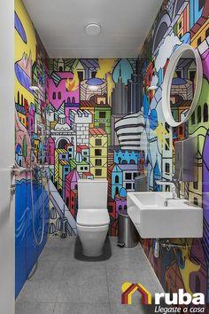¡Un medio baño decorado con la pura vida! ¿Qué te parece, te arriesgarías a hacer algo similar? #HabitaciónRuba Pierdele miedo al color y experimenta http://casaydiseno.com/bano/banos-de-color-cincuenta-ideas.html