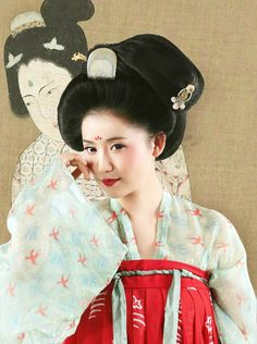 hanfugallery: Traditional Chinese fashion in tang dynasty style by Niki-镜子 Traditional Fashion, Traditional Chinese, Chinese Style, Traditional Outfits, Kimono Japan, Japanese Kimono, Hangzhou, Shanghai, Oriental Fashion