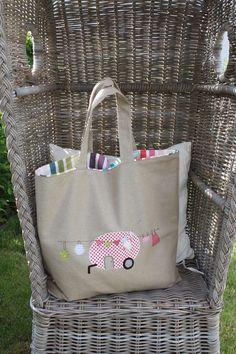 """Originelle und sehr aufwändig gestaltete Maxi- Tasche aus beigem Baumwoll-Canvas aus meiner neuen Serie """"kleiner Camper"""". Die Tasche ist ca. 60 cm breit, ca. 40 cm hoch, die Henkel sind ca. 59 cm..."""