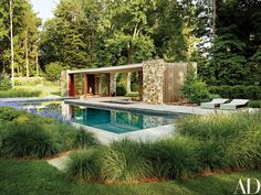 A poolhouse in Westp...