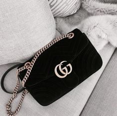 Find tips and tricks, amazing ideas for Gucci purses. Discover and try out new things about Gucci purses site Popular Handbags, Cute Handbags, Cheap Handbags, Prada Handbags, Fashion Handbags, Purses And Handbags, Fashion Bags, Popular Purses, Fashion Purses
