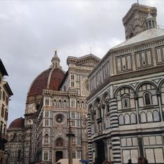 Good morning!!  ☁️⛅️ #florence #myview #rainy #italy #art #dome #duomo #work #cathedral #love (presso Florence, Italy)