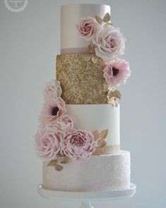 Gold and blush wedding cake #goldsequincake #weddingcake #designercakes