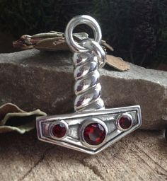 "Серебряная подвеска ""Молот Тора"", гранаты Thor's Hammer silver pendant with garnets"