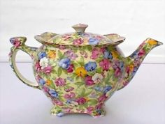 Sweet pea chintz - Have started, although it was started by my in-laws (wedding presents Vintage Pyrex, Vintage Teapots, Antique China, Vintage China, China Teapot, Cuppa Tea, Teapots And Cups, Tea Art, My Cup Of Tea