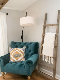 Ladder idea spare bedroom right next to the closet door