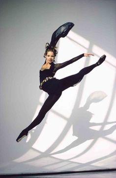 <<Royal Ballet star Darcey Bussell # Photo © Arthur Elgort>>