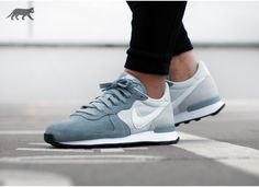 Nike wmns Internationalist (Dove Grey / White - Pure Platinum - Black)