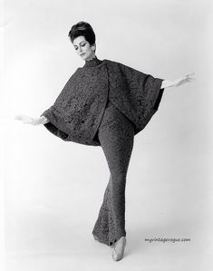 1960s Fashion, Modern Fashion, Look Fashion, Fashion Photo, Vintage Fashion, Carmen Dell'orefice, Vestidos Vintage, Vintage Dresses, Vintage Outfits