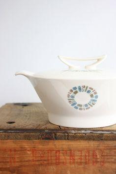Mid Century Modern Temporama Casserole / Vintage Temporama Covered Serving Dish
