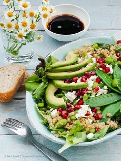 "Power- Salat ""Green Spirit"" mit Edamame, Zuckerschoten, Avocado, Quinoa und Granatapfel – GourmetGuerilla - healthy meal prep on a budget Healthy Recipes On A Budget, Healthy Meal Prep, Healthy Dessert Recipes, Budget Meals, Edamame, Power Salat, Avocado Quinoa, Sugar Snap Peas, Eat Smart"