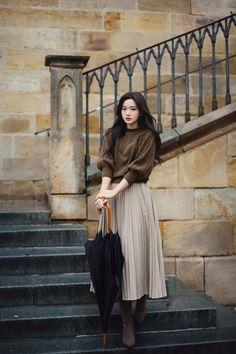Stunning Casual Feminine Look For Spring And Summer 2020 Ideas Korean Girl Fashion, Ulzzang Fashion, Korean Street Fashion, Muslim Fashion, Japanese Fashion, Asian Fashion, Look Fashion, Long Skirt Fashion, Long Skirt Outfits