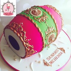 I was a little worried about how this colour combo would turn out but it's perhaps my favourite of all the Dhol creations  #dholcake #dholkicake #mehendicakes #sugardustbyamina