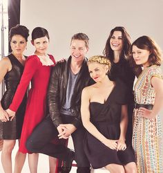 Once Upon a time cast at Comicon. Also who doesn't just LOVE Jen Morisson's hair here?
