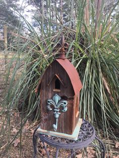 Barn wood bird house Salvaged Wood Projects, Dad Crafts, Wood Bird, Barn Wood, Temple, Scrap, Woodworking, Outdoor Decor, House