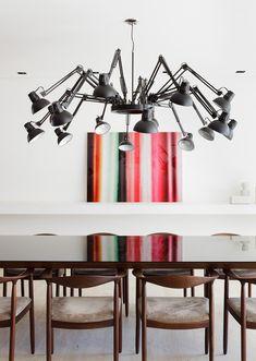 Um apartamento sem limites. Veja: https://casadevalentina.com.br/projetos/detalhes/espaco-sem-limites-535 #decor #decoracao #interior #design #casa #home #house #idea #ideia #detalhes #details #style #estilo #casadevalentina #diningroom #saladejantar
