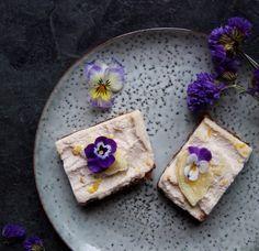 Raw Creamy Lemon and Almond Slices (vegan & gluten free) Creamy dreamy raw lemon slices - amazing