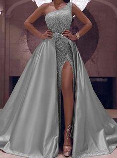 Velvet Bridesmaid Dresses, Long Wedding Dresses, Long Ball Dresses, Elegant Party Dresses, Long Prom Gowns, Gown Wedding, Stunning Dresses, Bridal Gown, Dress Long