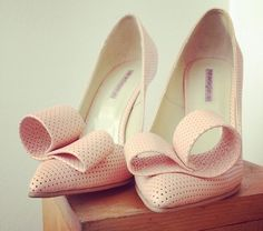 Sexy pink shoes by Romanian designer Mihaela Glavan. Pink Shoes, Pink Pumps, Only Shoes, Girly, Heels, Type 1, Outfits, Theater, Fashion Shoes