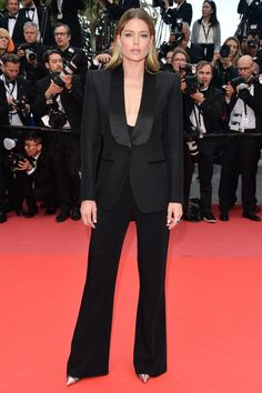 The 2018 Cannes Film Festival Red Carpet- 15 May - Doutzen Kroes opted for a tailored look with a Tom Ford jumpsuit and tuxedo jacket. Tom Ford Tuxedo, Tom Ford Dress, Tux Dress, Special Occasion Outfits, Vogue, Celebrity Look, Red Carpet Looks, Cannes Film Festival, Red Carpet Fashion