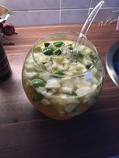 Caipirinha-Bowle Caipirinha punch, a nice recipe from the party category. Healthy Food Quotes, Healthy Eating Tips, Healthy Foods To Eat, Healthy Smoothies, Healthy Drinks, Smoothie Recipes, Healthy Life, Healthy Recipes, Healthy Summer