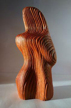 figura antropomorfa in legno di larice con venatura scavata, finitura con olio danese. Cm 30x14x7  http://www.operaitalianahandmadeinitaly.com/