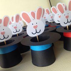 Muitos coelhos!!!! #festacirco #meninasdatesoura #arteempapel #temalindo #cartolas #mágicos ❤️