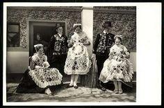 Kalocsa; Kézimunkázó lányok | Képeslapok | Hungaricana Hungary, Folk, Victorian, Military, Costumes, Traditional, How To Wear, Dresses, Fashion