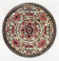 平螺鈿背円鏡(正倉院事務所提供)